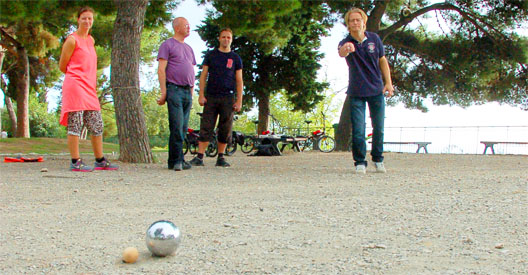 Pétanque at the Chateau